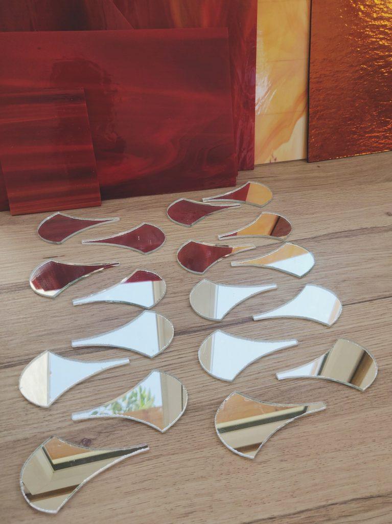 blog décoration Mon Meublé pièces de verre dans l'atelier de l'artiste verrier mosaïste Myriam Hubert