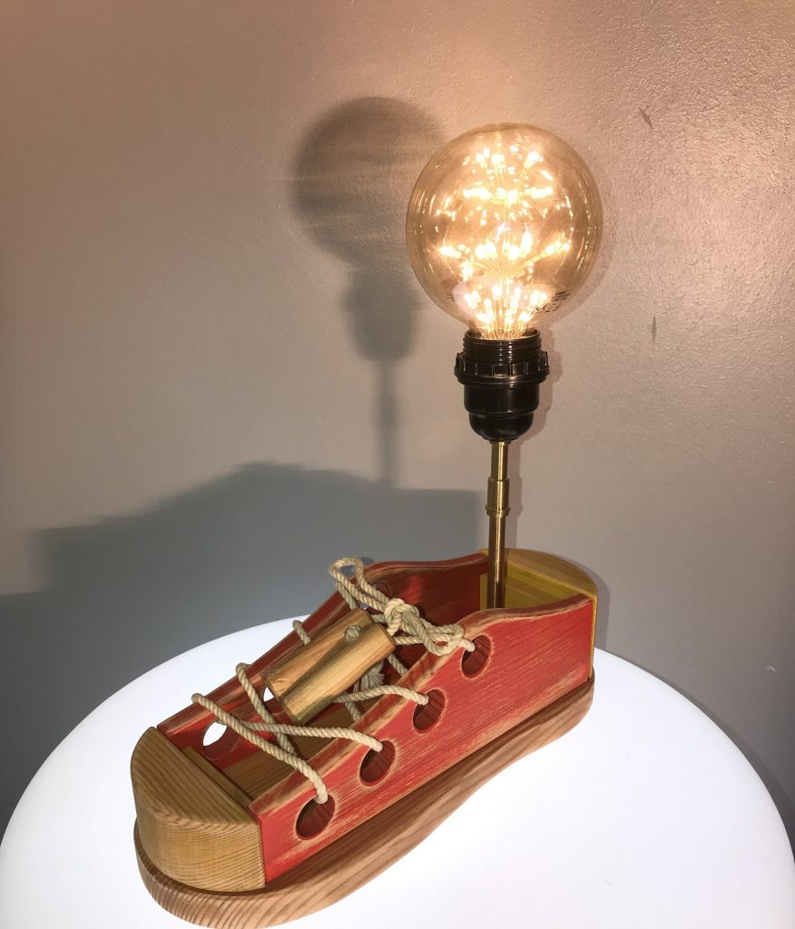 Récupération objet LUZANDWOOD création lumineuse luminaire la godasse lampe bois recyclé objet chiné Mon Meublé