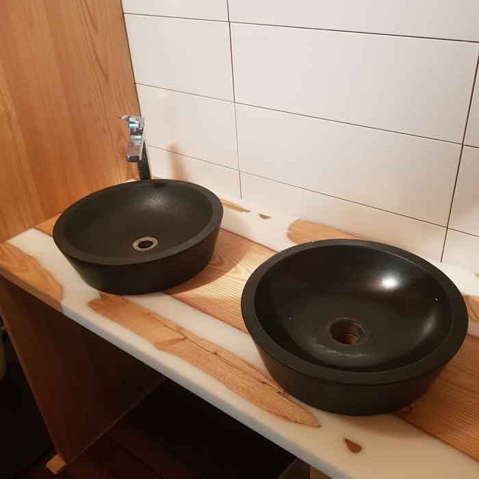 réalisations marty creation artisan ébéniste Toulouse table meuble rivière époxy
