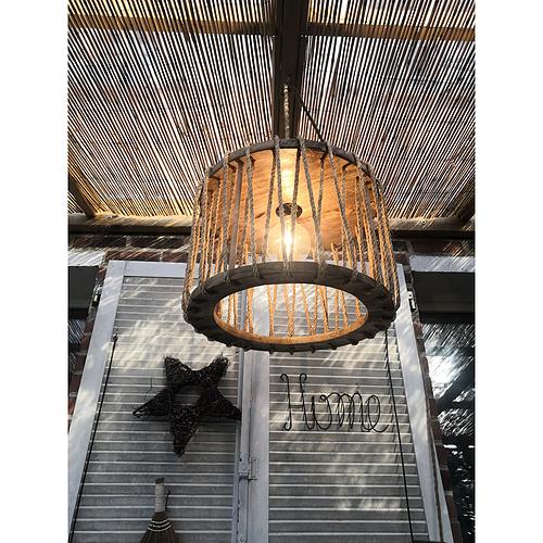 création artisanale lampe récupération détournement d'objet meuble sur mesure