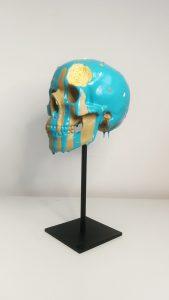 Artiste JB œuvre sculpture et peinture motif crâne